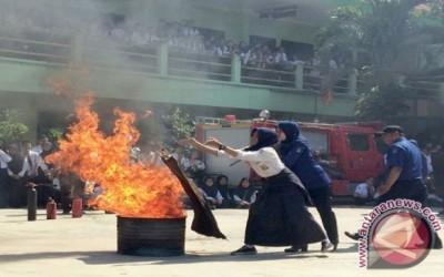 Pelajar SMPN 7 Surabaya Ikuti Pelatihan Antisipasi Kebakaran